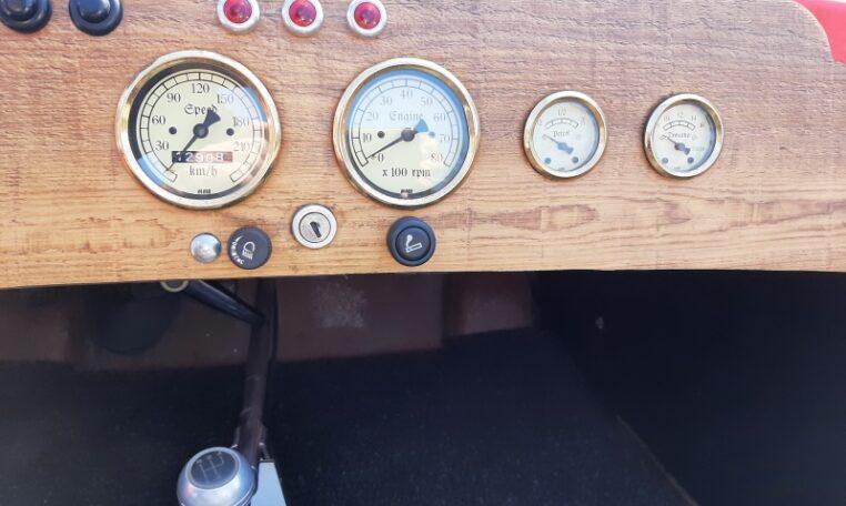 Burton Rood Met Zwart Interieur 12908 Km